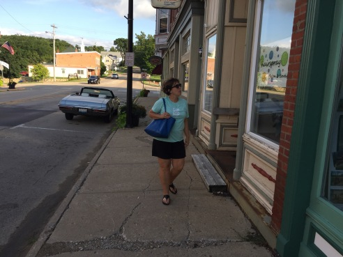 A stroll through Elizabeth for Karen Loves Country.